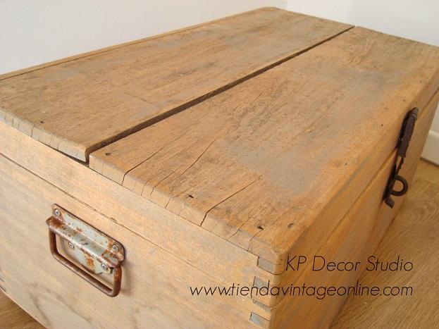 baúl antiguo de madera decapada estilo vintage antiguo valencia