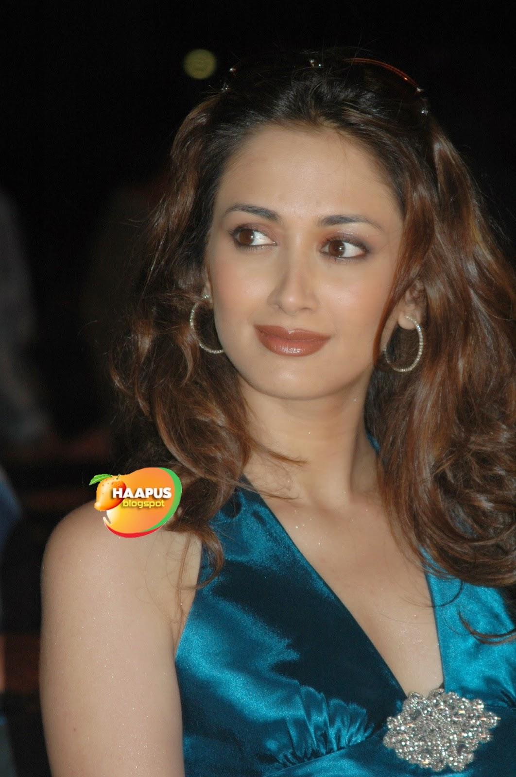 Gayatri Joshi Photos | Cute Marathi actresses, bollywood ...