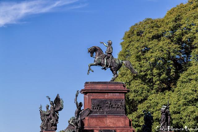 Monumento al Gral en la Plaza San Martin,Buenos Aires,
