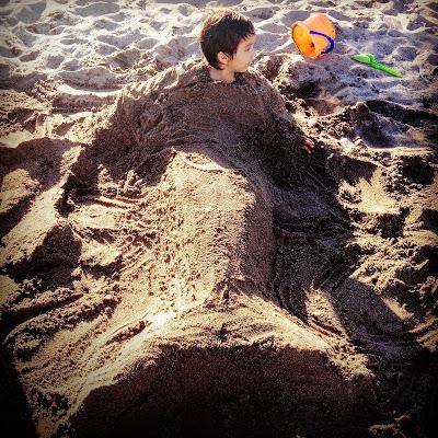 Plajda çocukları eğlendirmek