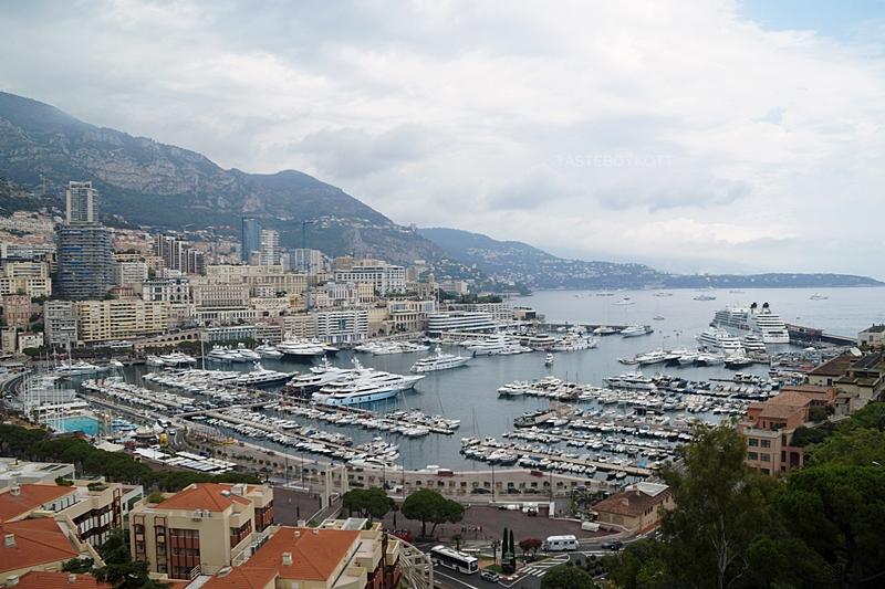 View from Grimaldi Palace Monaco over the harbour in summer // Blick vom Fürstenpalast Monaco über den Hafen