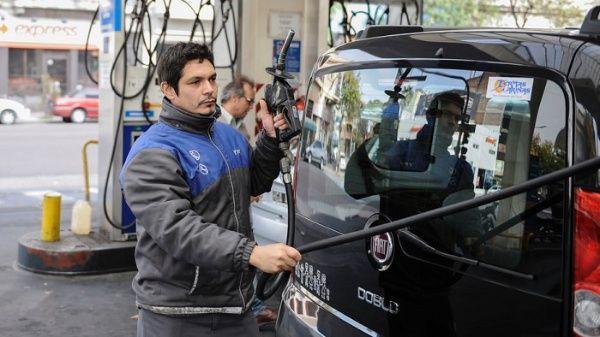 Aumentan más del 5 % del precio de la gasolina en Argentina