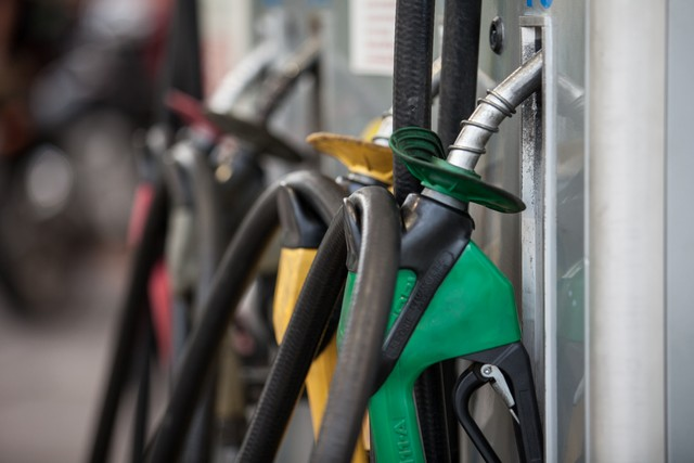 Gasolina recua pela 17ª vez e atinge o menor valor em 13 meses