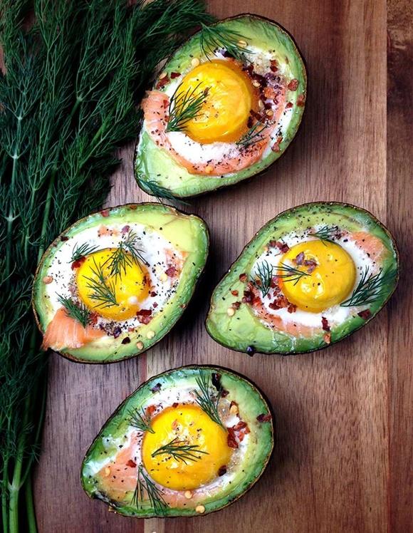 Aguacates Rellenos De Huevo Y Salmón Ahumado
