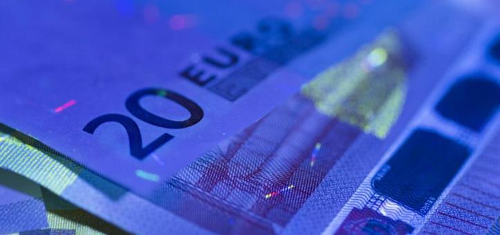Cómo funciona un detector de billetes falsos