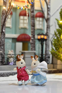 Sylvanian Families December snow fun