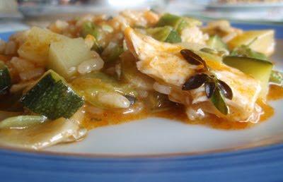 arroz con bonito, calabacín y albahaca