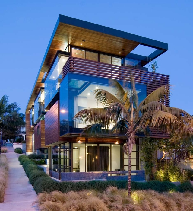 Modern Contemporary Ettley House at sunset