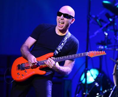 http://www.guitarcoast.com/2015/06/cantar-melhora-seus-solos-na-guitarra.html
