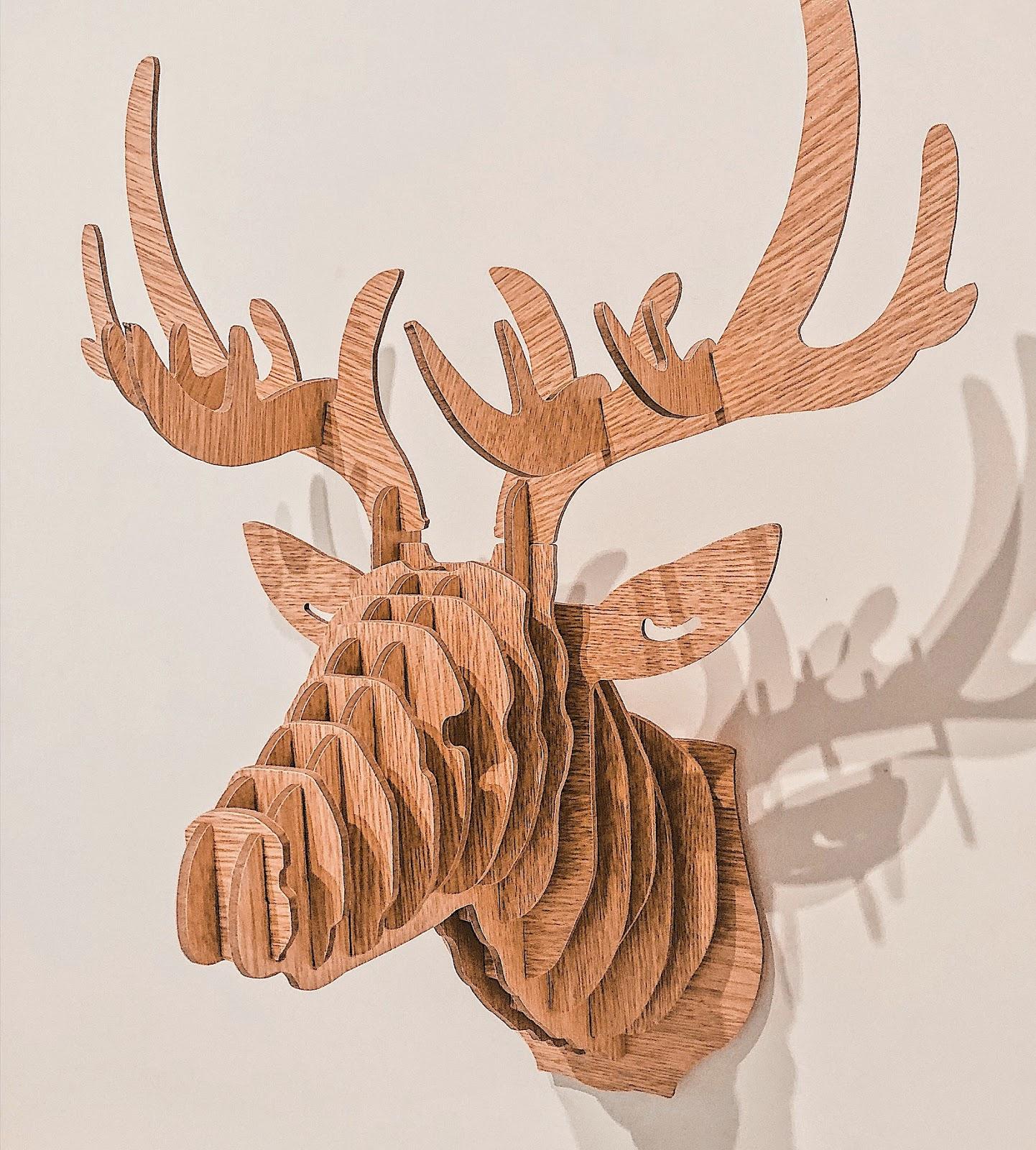 ciervo de madera