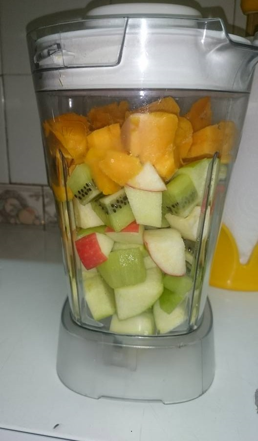 Mango, Apple and Kiwi in a blender