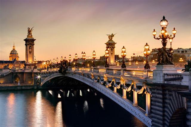 Ponte Alexandre III a partir do Rio Sena