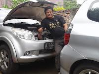 Bengkel mobil panggilan Mang Ade