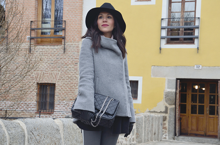 fashion_look_trends_gallery_gray_outfit_trousers_side_stripe_fedora