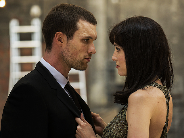 Ed Skrein şi Loan Chabanol în The Transporter Refueled.