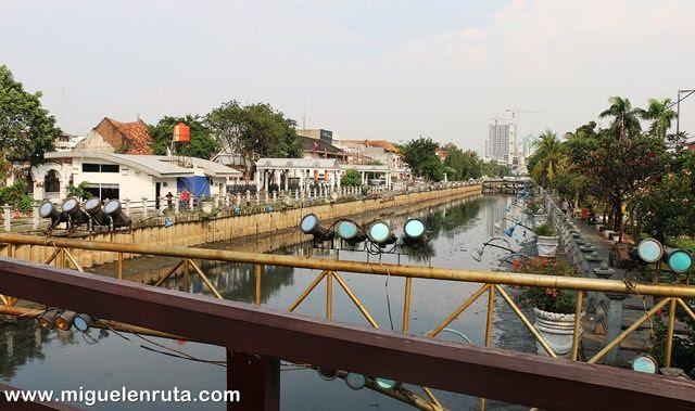 Río-Krukut-Yakarta