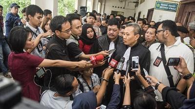 Pemerintah Makin Ruwet Sikapi Pilgub DKI, Pengamat Ini Meminta Jokowi untuk Lempar Handuk
