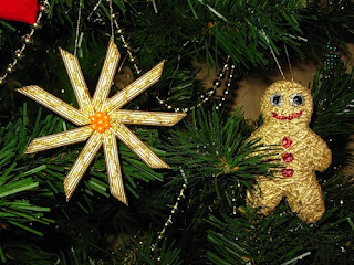 Adornos para el árbol de navidad con pasta en Recicla Inventa