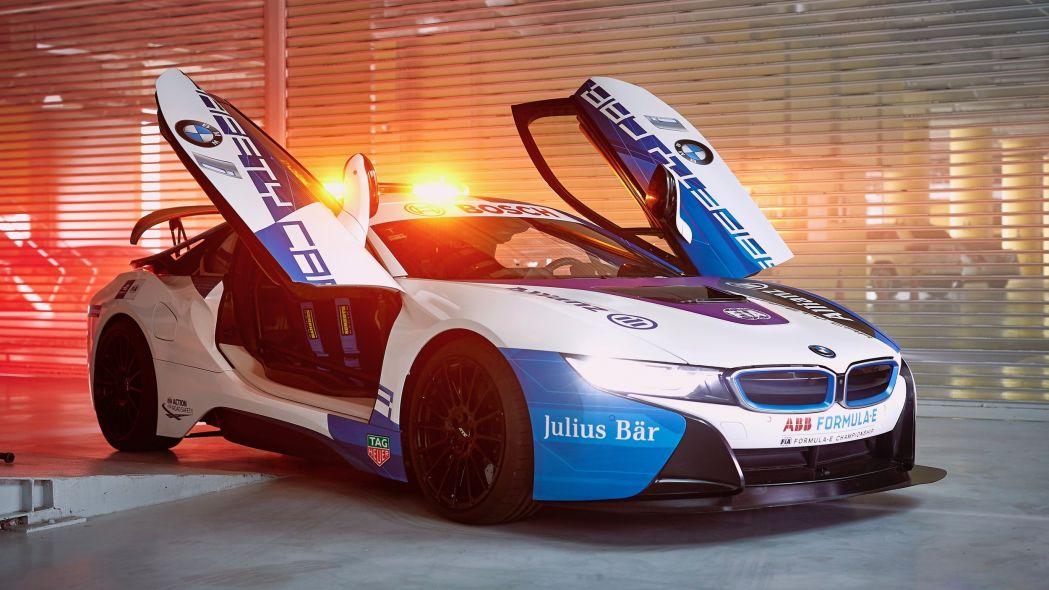 BMW, Yeni Yarış Güvenlik Aracı i8 Formula E'yi Tanıttı