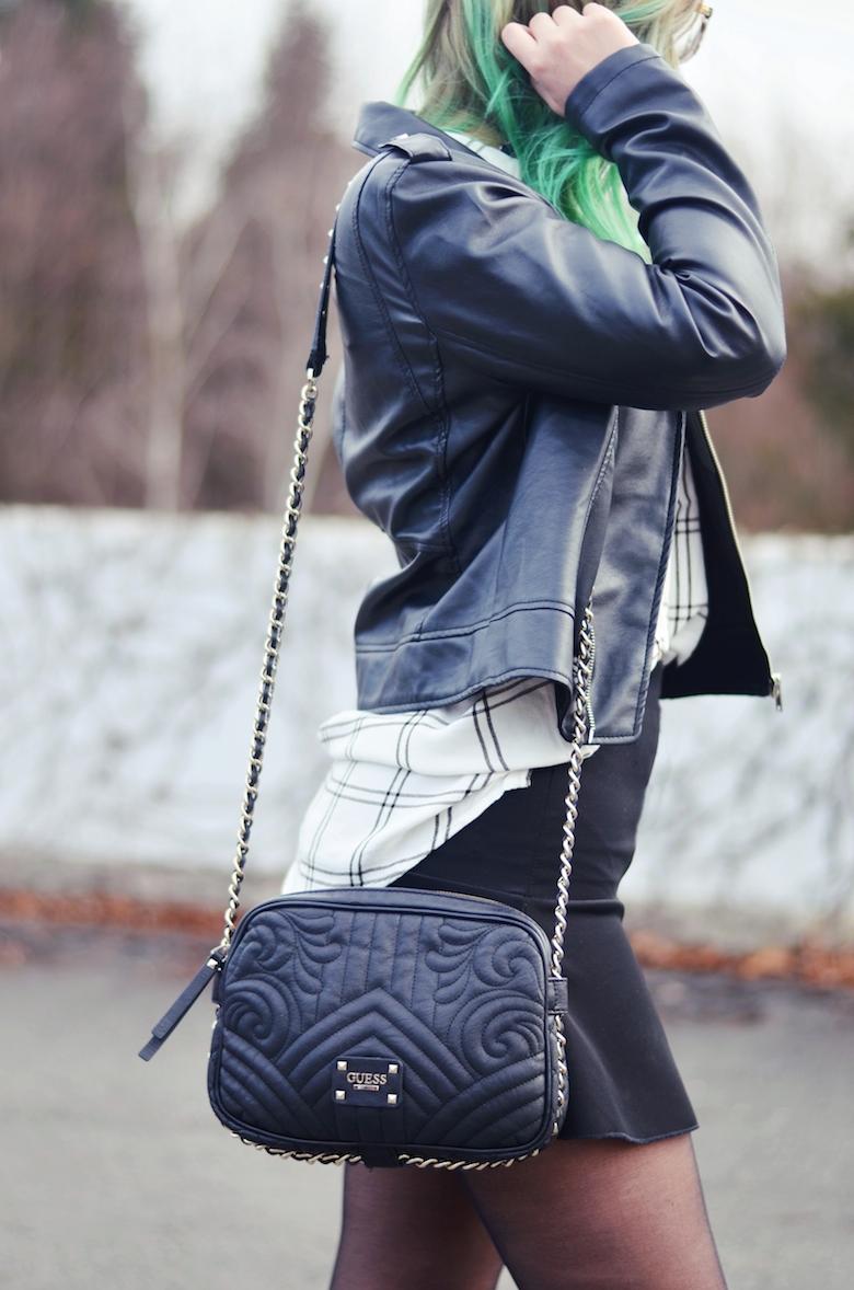 Outfit_Lederjacke_karierte_Bluse_Boots_Guess_Tasche_ViktoriaSarina