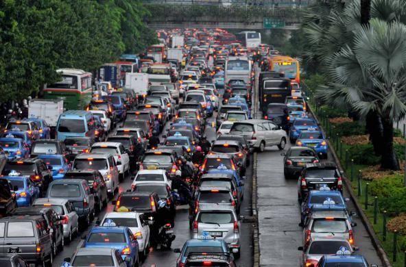 Hasil gambar untuk Cara Mengendarai Mobil Matic Pada Saat Kemacetan