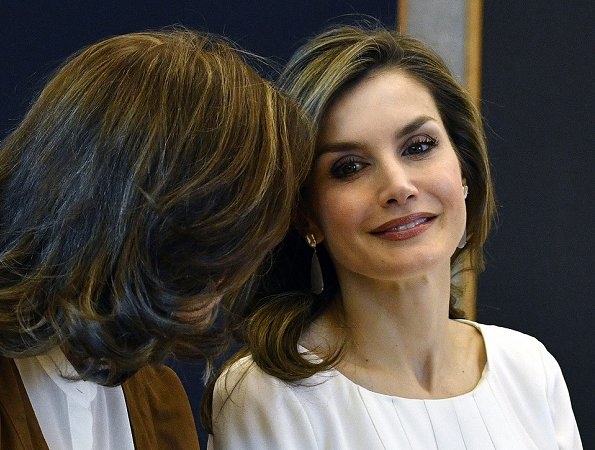 Queen letizia wore Hugo Boss Marala Patterned Pencil Skirt and blouse, Carolina Herrera black patent and suede pumps and carried Carolina Herrera black clutch