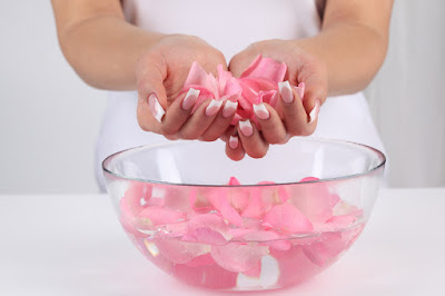 Chăm sóc da bằng nước hoa hồng