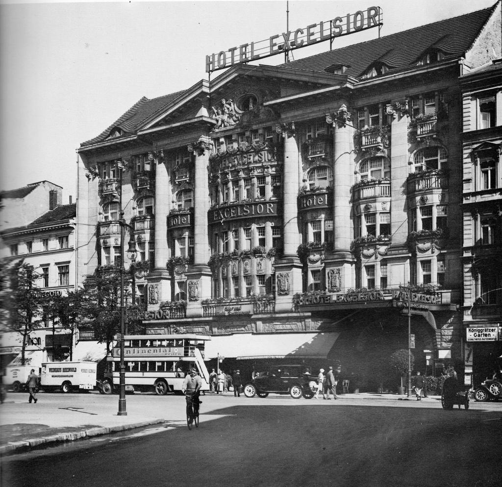 Hotel Excelsior, Berlin, 1930 ~ vintage everyday