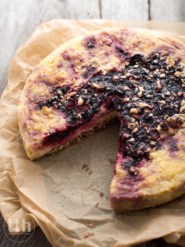 Sernik jaglany z czarna porzeczka - przepis (weganskie, bezglutenowe, bez cukru)