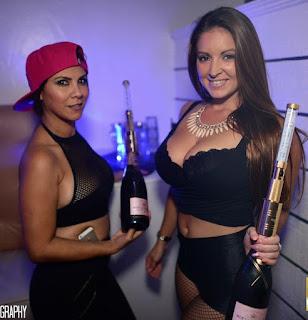http://nightclubsuppliesusa.com/led-strobe-baton-bottle-topper/