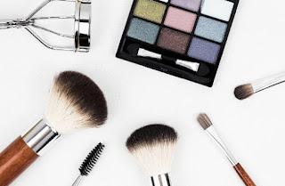 gambar Cara menggunakan make up yang natural untuk kita yang tetap ingin tampil cantik saat pergi ke kantor