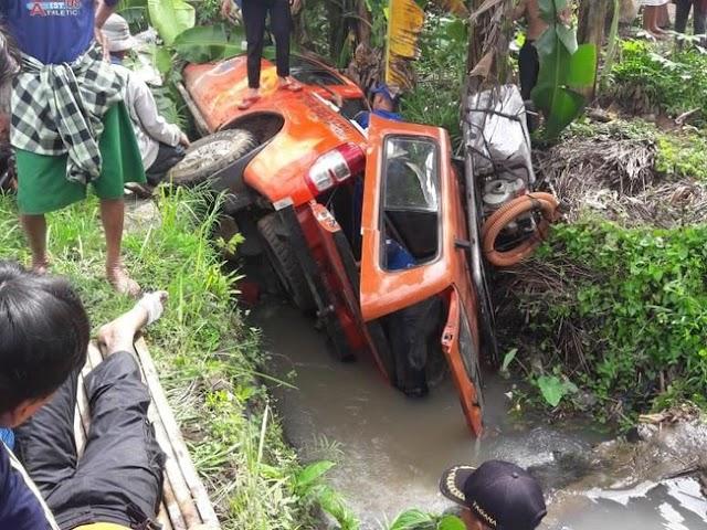 Mobil TRC Alami Kecelakaan 7 Orang  Alami Luka Luka