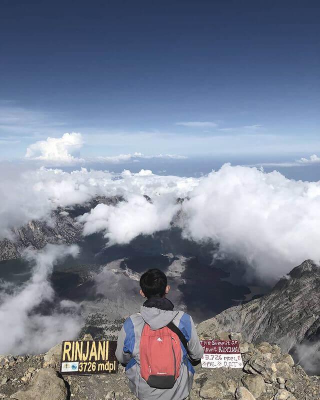 Puncak Gunung Rinjani - foto instagram prada_kusuma