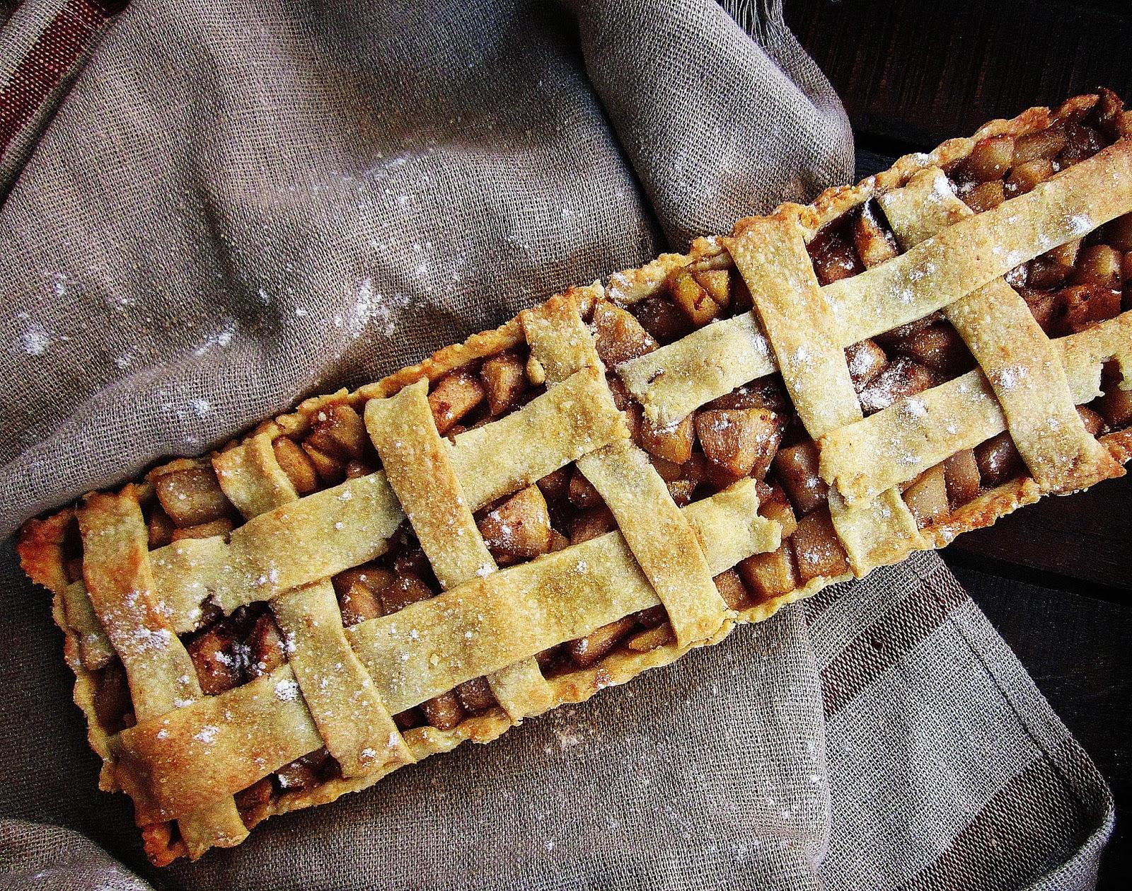 Birnen-Tarte gebacken mit Deckel