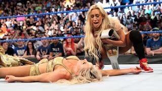 WWE - Carmella canjea el maletín en el primer SmackDown tras WrestleMania