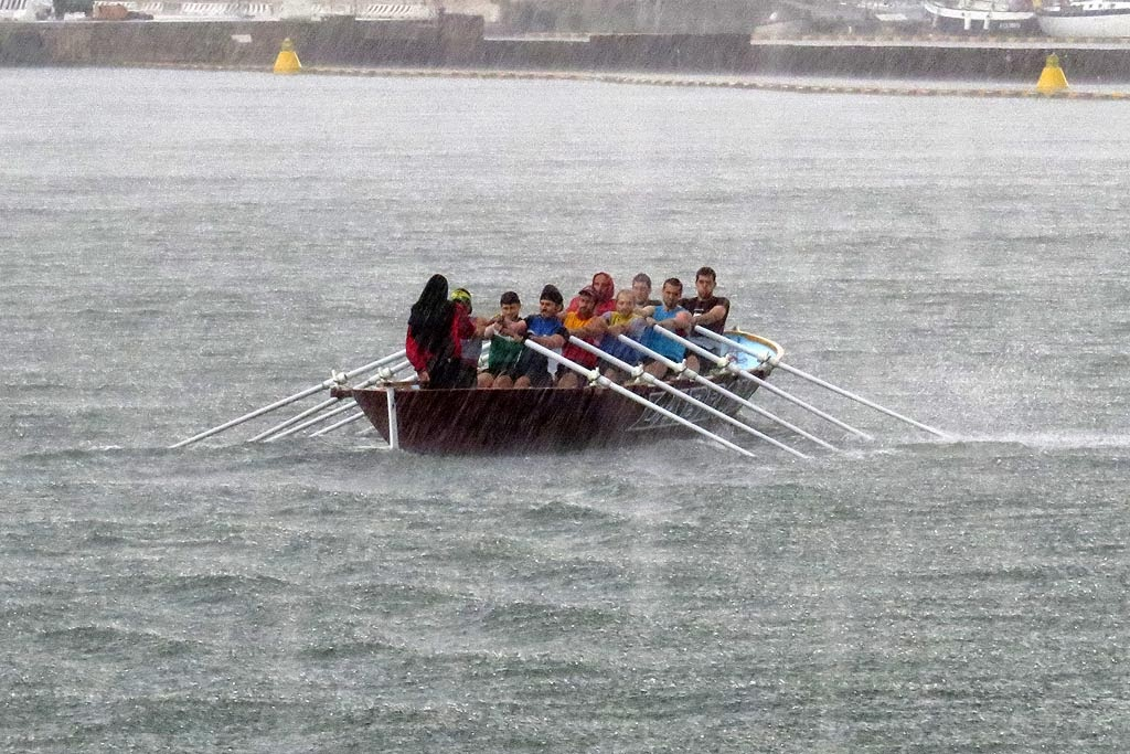 Rowing in the rain, port of Livorno