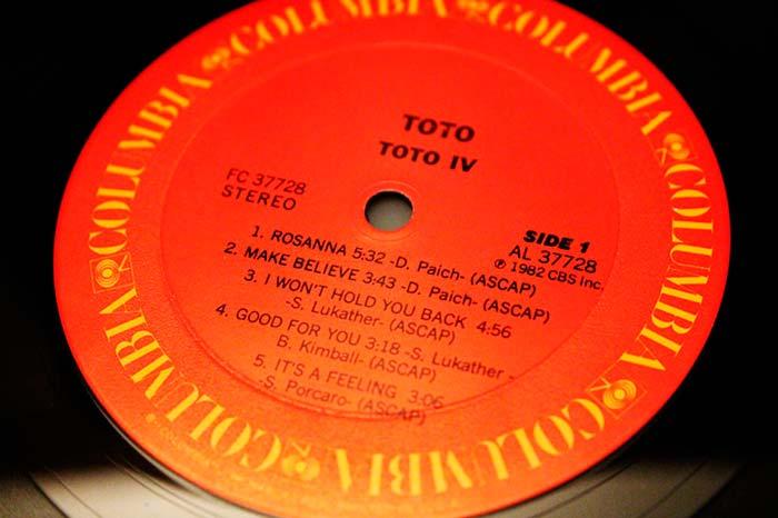 Toto - IV, 1982 CBS Inc. Propiedad de Julián Franco, exibido en 4Works Studio.