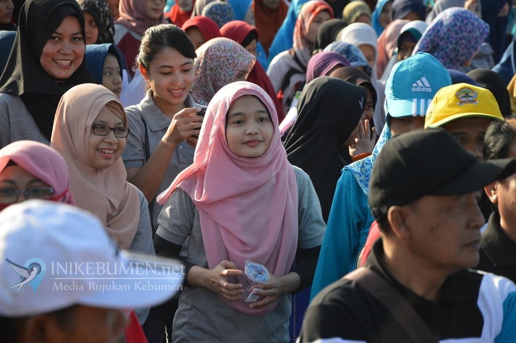 Lepas Peserta Jalan Sehat, Gus Yazid Ajak Masyarakat Kebumen Makin Mencintai Koperasi