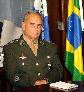 General admite intervenção militar se houver clamor das ruas: 'É um caso a se pensar'