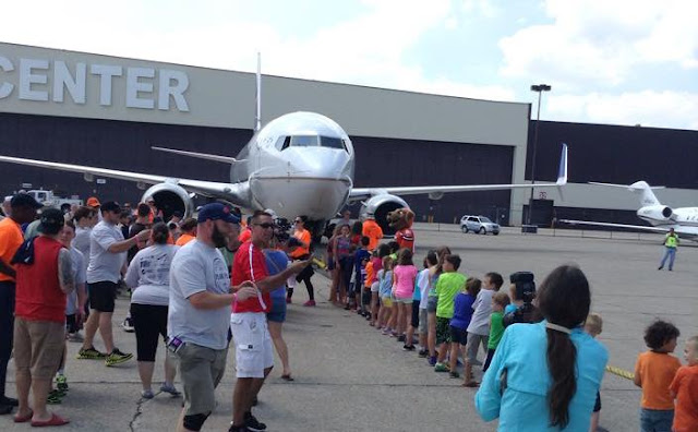 Kids pulling a plane at Cleveland Hopkins for Special Olympics