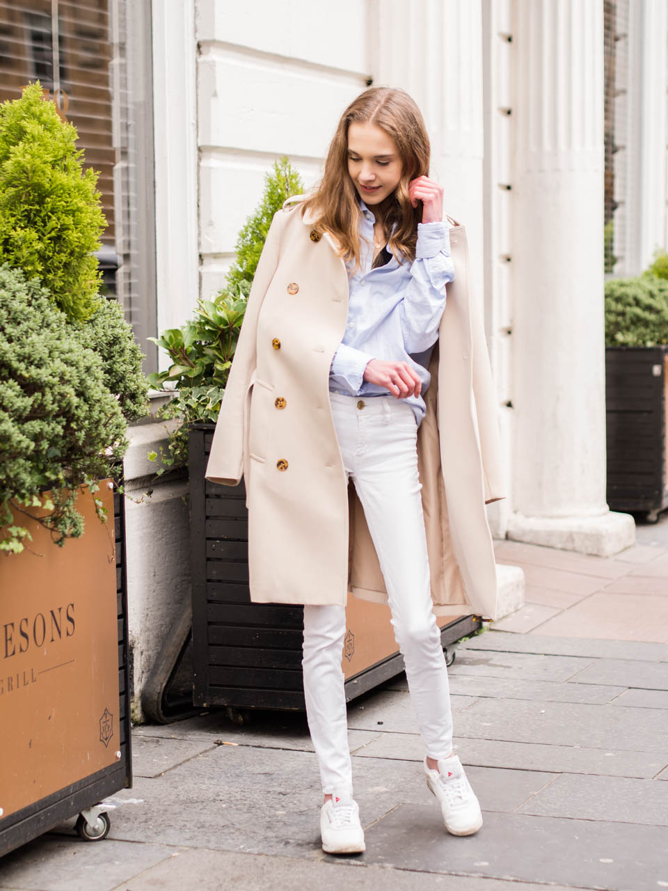 trench-coat-outfit-inspiration-scandinavian-fashion-blog-spring-2019