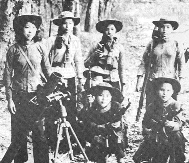 Mujeres del Vietcong - selección de fotos de mujeres del Vietcong, parte esencial de la victoria del pueblo vietnamita contra el imperialismo yankee. Female-viet-cong-soldiers-16