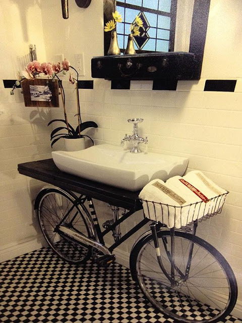 Recycler pour décorer vélo salle de bain