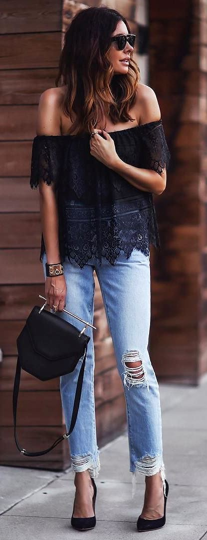 perfect casual style idea: black top + rips + bag + heels
