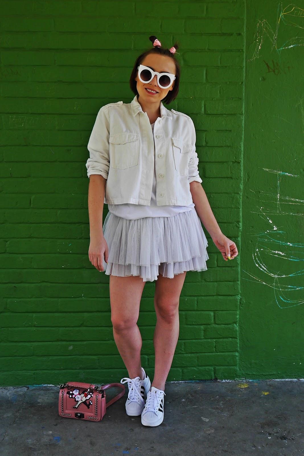 biała kurtka adidas superstar white total look karyn blog modowy