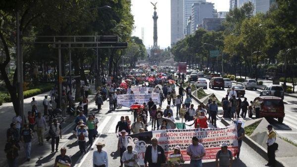 Sindicato de maestros marcha en México por reforma laboral