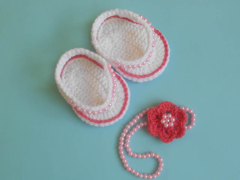 0236fcc1efcce1 Today we are going to share a new and stylish crochet baby beaded flip flop  sandals .this shoes crocheted for babies are sweet accessory for your  summer ...