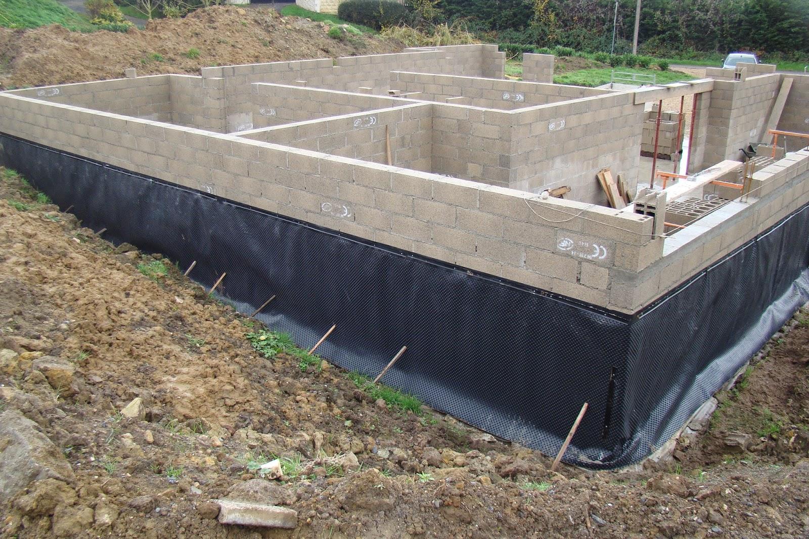 linteau du sous sol et protection de soubassement semaine 46 projet construction de maison. Black Bedroom Furniture Sets. Home Design Ideas