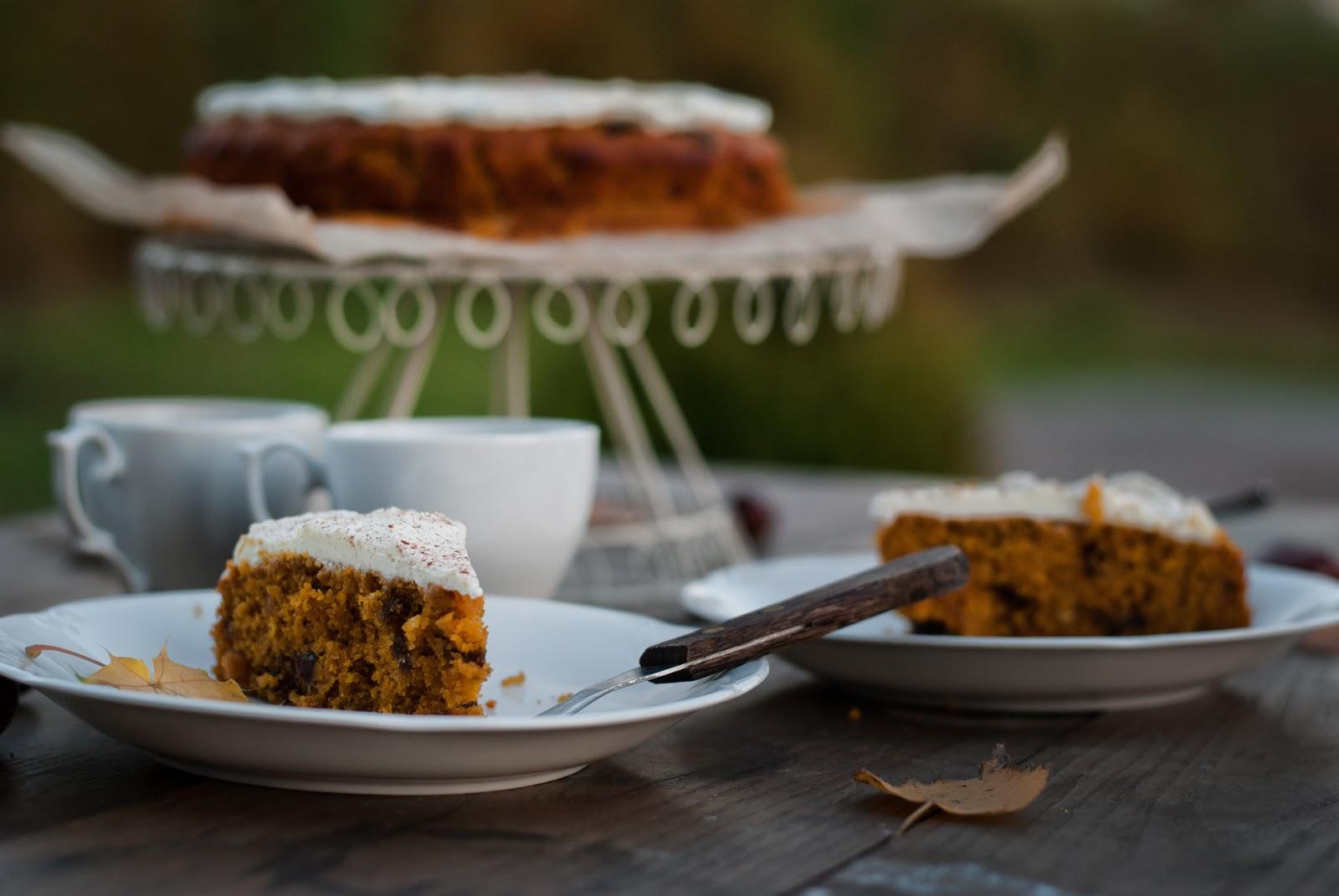 Ciasto dyniowe z bakaliami i kremem