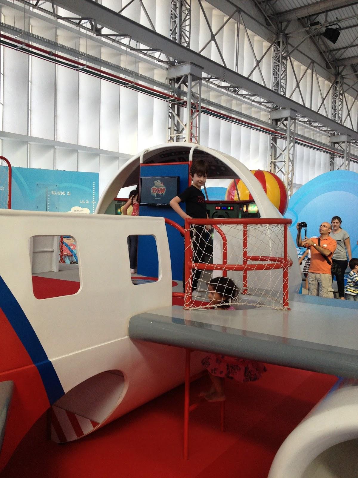 Passeio de férias: Museu Tam Bagagem de MãeBagagem de Mãe #103666 1200x1600 Banheiro Avião Tam